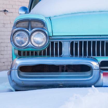 Restoring「Old classic car in the snow in Ashton, Idaho, United States of America」:スマホ壁紙(9)