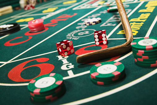Number「Croupier stick clearing craps table」:スマホ壁紙(3)