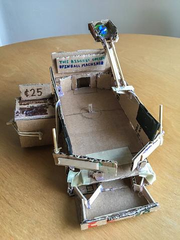 Encinitas「Homemade pinball machine made with cardboard.」:スマホ壁紙(18)