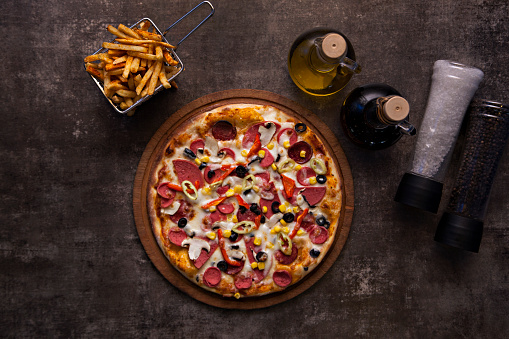Salami「Homemade pizza with salami, tomato and cheese on a black background」:スマホ壁紙(18)