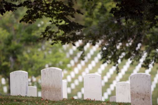 Military「White headstones overlooking military cemetery, Arlington, Virginia, United States」:スマホ壁紙(14)