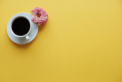 Coffee Break「Coffee break time with donuts. Debica, Poland」:スマホ壁紙(6)