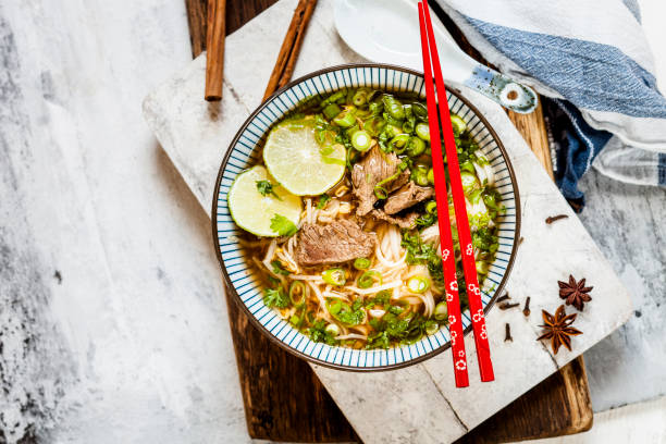 Bowl of Vietnamese Pho with rice noodles, mung beans, cilantro, spring onions and limes:スマホ壁紙(壁紙.com)