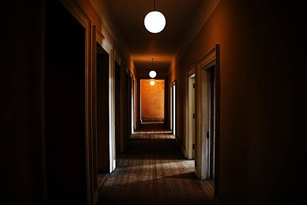 Dark creepy corridor:スマホ壁紙(壁紙.com)