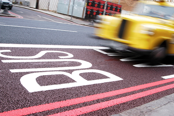 Road Marking「Taxi -London Cab- rushing down a bus lane in Central London.」:写真・画像(9)[壁紙.com]