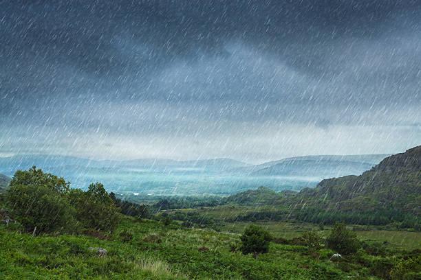 rainy landscape:スマホ壁紙(壁紙.com)