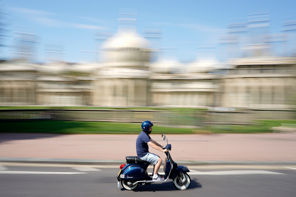 Alan Crowhurst「Mods Make Their Traditional Bank Holiday Visit To Brighton」:写真・画像(12)[壁紙.com]