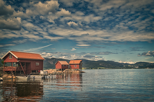 Island「Red boathouses in Norway」:スマホ壁紙(17)