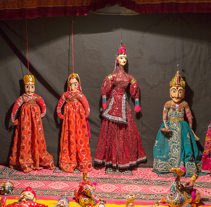 Rajasthan「Rajasthani wooden hand-painted puppets wearing traditional clothing on display in Udaipur city, India」:スマホ壁紙(6)