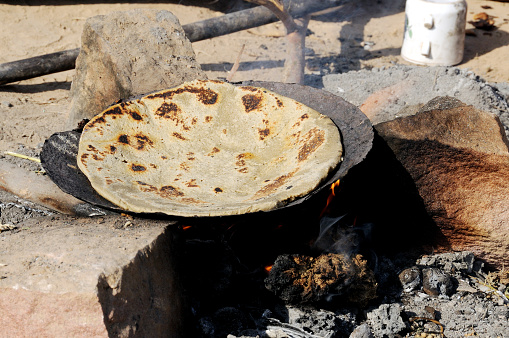 Rajasthan「Rajasthani typical food sogara cooking on a pan, Jodhpur, Rajasthan, India」:スマホ壁紙(2)