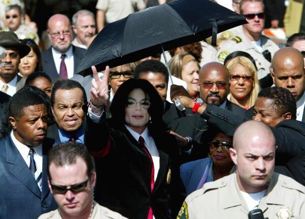 Umbrella「Michael Jackson Arraignment on Child Molestation Charges」:写真・画像(17)[壁紙.com]