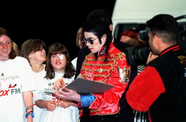 Writing「Michael Jackson」:写真・画像(10)[壁紙.com]