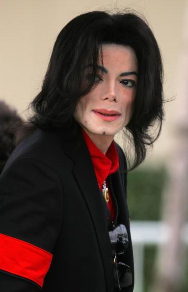 Arrival「Michael Jackson Court Case Continues」:写真・画像(1)[壁紙.com]