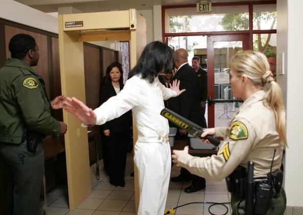 Legal Trial「Jury Selection Begins In Michael Jackson Case」:写真・画像(13)[壁紙.com]
