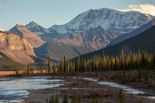 Dramatic Landscape「Mountain landscape, Icefields Parkway, Jasper National Park, Canadian Rockies, Alberta, Canada」:スマホ壁紙(15)
