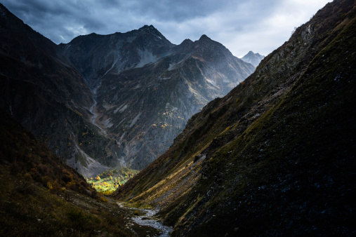グルノーブル「山の風景に囲まれてドラマチックな照明」:スマホ壁紙(19)