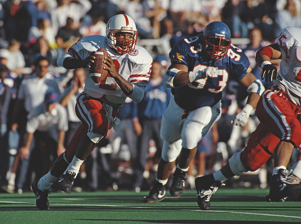 Running Back「University of Nebraska Cornhuskers vs University of Kansas Jayhawks」:写真・画像(11)[壁紙.com]