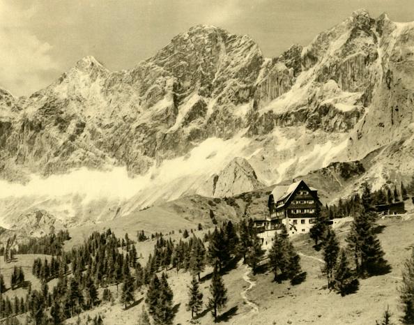 Dachstein Mountains「The Austriahütte And The Dachstein」:写真・画像(10)[壁紙.com]