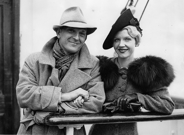 Bride「The Austrian-US-American actor Joseph Schildkraut with his bride. At the arrival at Southampton on the liner Aquitania. July 7th 1937. Photograph. (Photo by Imagno/Getty Images) Der österreichisch-US-amerikanische Schauspieler Joseph Schildkraut mit seine」:写真・画像(11)[壁紙.com]