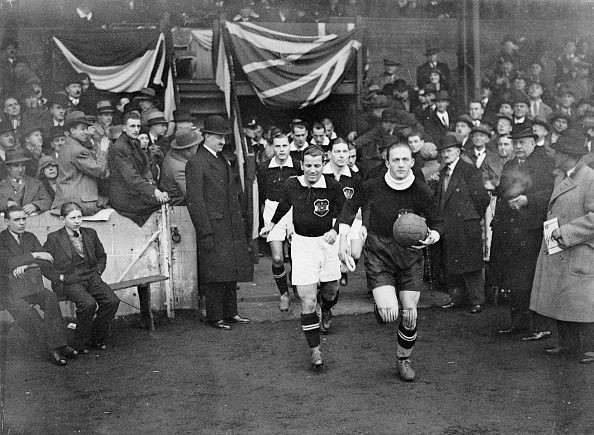 Austria「The Austrian team is running on to the field, Soccermatch between England and Austria at Stamford Bridge, Photograph, England, London, 07, December 1932」:写真・画像(14)[壁紙.com]