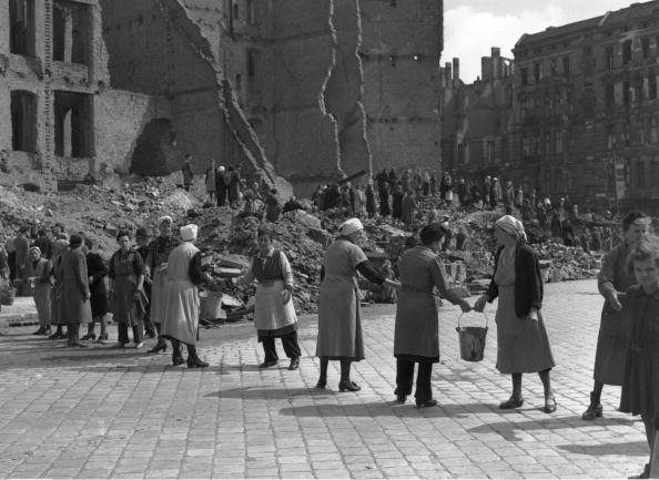 Destruction「Clearing Up Berlin」:写真・画像(14)[壁紙.com]