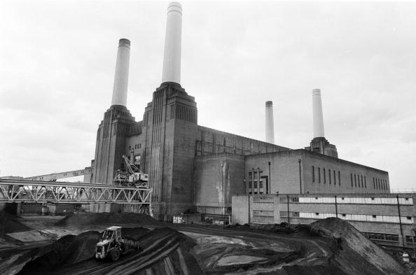 Giles「Battersea Giant」:写真・画像(1)[壁紙.com]