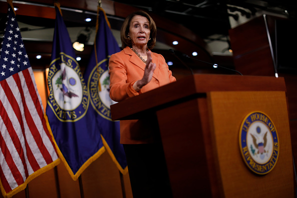 Aaron P「House Minority Leader Nancy Pelosi Holds Weekly News Conference On Capitol Hill」:写真・画像(3)[壁紙.com]