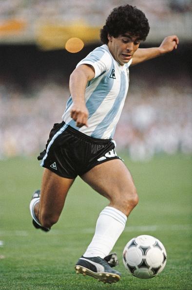 Full Length「Diego Maradona Argentina 1985」:写真・画像(13)[壁紙.com]