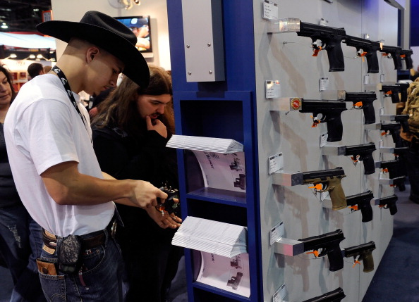 Exhibition「Gun Show Held In Las Vegas」:写真・画像(6)[壁紙.com]