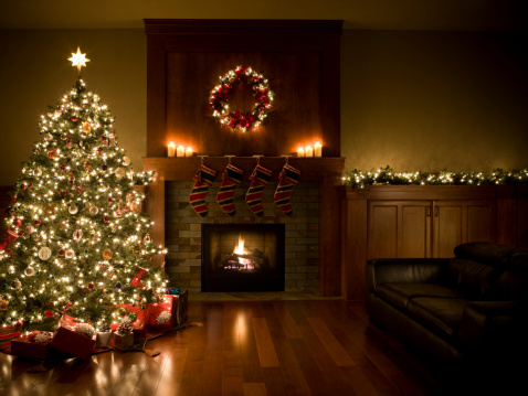 Christmas Tree「Adorned Christmas Tree, Wreath, and Garland Inside Living Room, Copyspace」:スマホ壁紙(0)