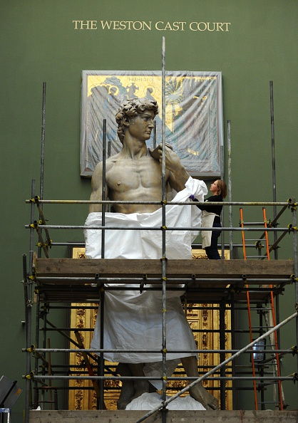 Sculpture「Michelangelo's David is Unveiled At The Victoria And Albert Museum」:写真・画像(8)[壁紙.com]