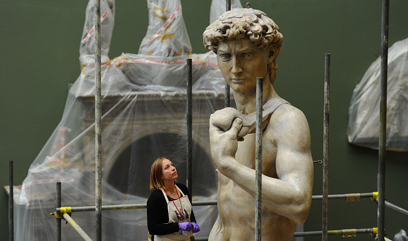 Sculpture「Michelangelo's David is Unveiled At The Victoria And Albert Museum」:写真・画像(6)[壁紙.com]