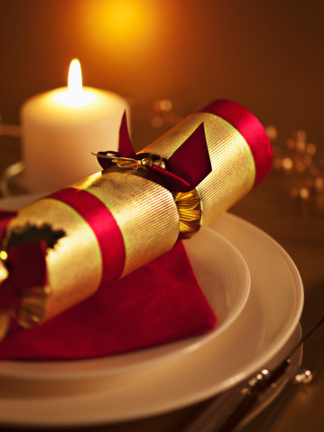 Christmas Cracker「Ornate placesetting and candle」:スマホ壁紙(13)