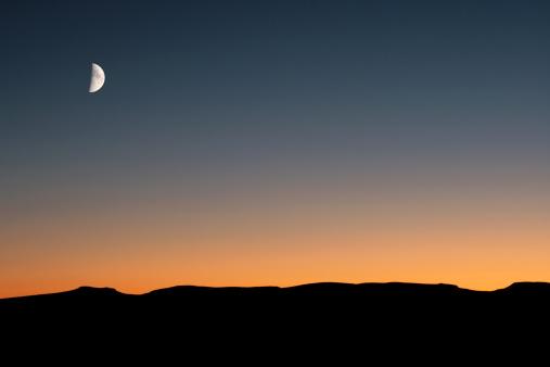 三日月形「月明かりの砂漠」:スマホ壁紙(3)