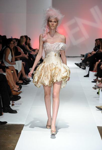 Alexander McQueen - Designer Label「2nd Annual Genlux Britweek Designer Of The Year Fashion Awards And Show」:写真・画像(10)[壁紙.com]