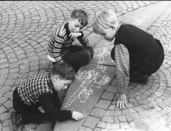 Sidewalk「Chalk Drawings」:写真・画像(1)[壁紙.com]