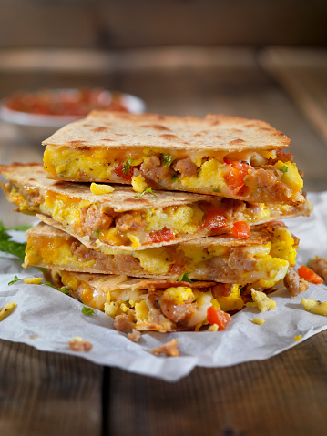 Tortilla - Flatbread「Cheesy Breakfast Quesadilla with Sausage, Scrambled Eggs and Peppers」:スマホ壁紙(16)