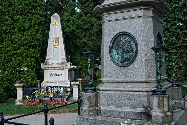 Grave「The Mozart And Beethoven Grave Monument-Grave At Zentralfriedhof」:写真・画像(19)[壁紙.com]