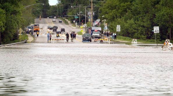 Tim Boyle「Des Plaines River Floods Northern Chicago Suburb」:写真・画像(17)[壁紙.com]