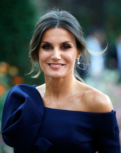 "Letizia of Spain「King Felipe Of Spain And Queen Letizia of Spain Attend The ""Miro, La Couleur Des Reves"" Exhibition At Grand Palais in Paris」:写真・画像(5)[壁紙.com]"