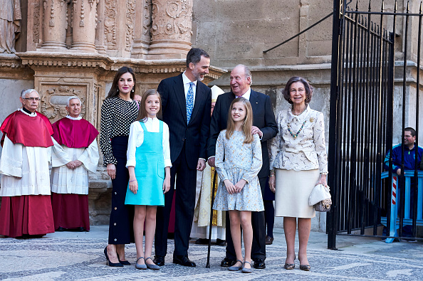 出席する「Spanish Royals Attend Easter Mass In Palma de Mallorca」:写真・画像(3)[壁紙.com]