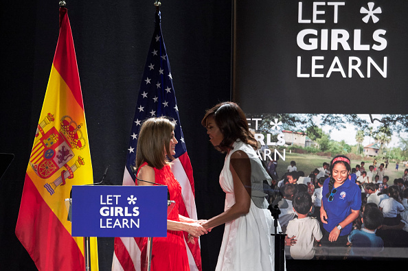 Spanish Royalty「MIchelle Obama and Queen Letizia of Spain Attend 'Lets Girls Learn'」:写真・画像(10)[壁紙.com]