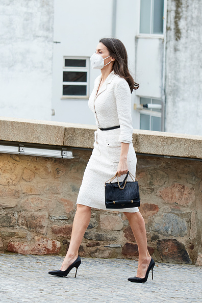 Manolo Blahnik - Designer Label「Spanish Royals Attend The Opening Of The 'Helga de Alvear' Museum In Caceres」:写真・画像(10)[壁紙.com]