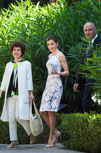 Tradition「Queen Letizia Of Spain Visit Students Residence」:写真・画像(15)[壁紙.com]