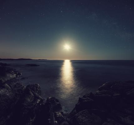 星空「月光を反映した」:スマホ壁紙(9)