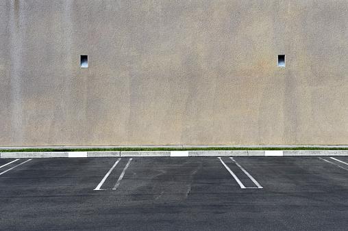 Parking Lot「Parking spots against a blank wall」:スマホ壁紙(17)