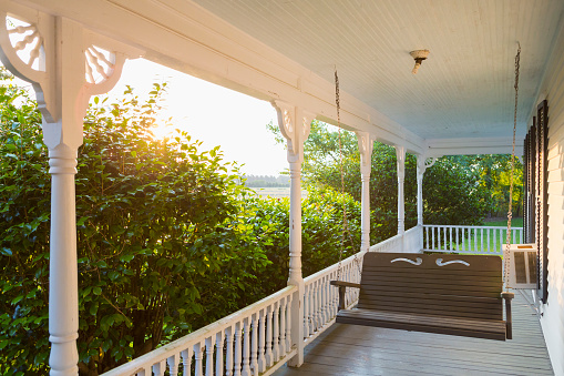 Southern USA「Swing on porch of traditional house」:スマホ壁紙(6)