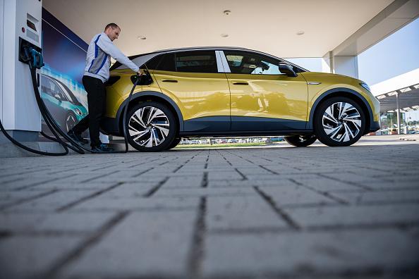 Volkswagen「Volkswagen Revs Up ID.4 Electric Car Production」:写真・画像(6)[壁紙.com]