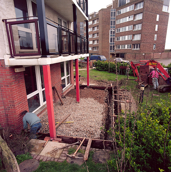 Brick Wall「Constructing shuttering prior to concrete pour adjacent to new sheltered housing. Hythe」:写真・画像(4)[壁紙.com]