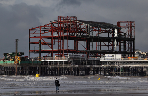 Weston-super-Mare「Reconstruction Continues On Weston Pier」:写真・画像(2)[壁紙.com]